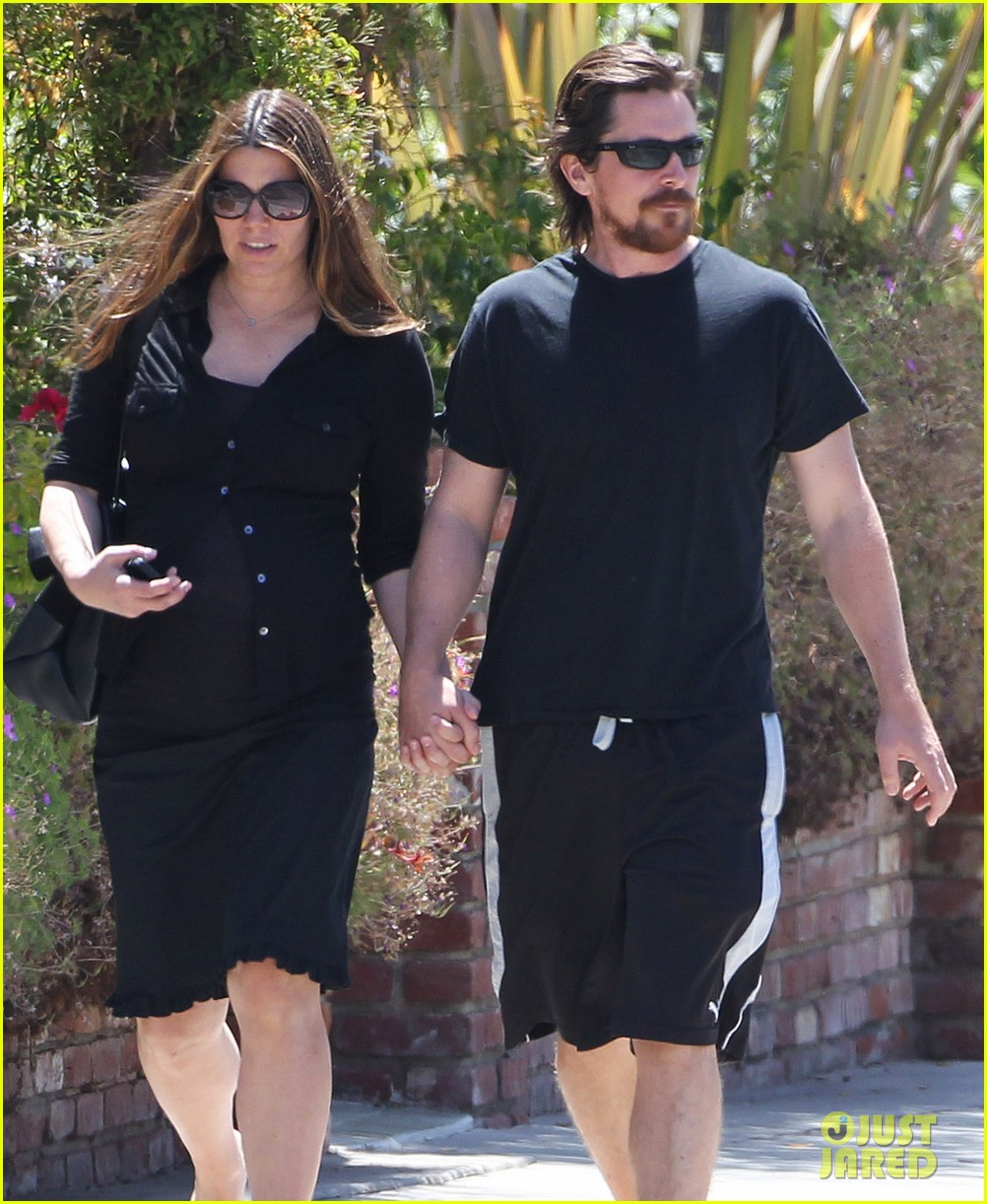 christian bale pregnant wife sibi hold hands 083119688