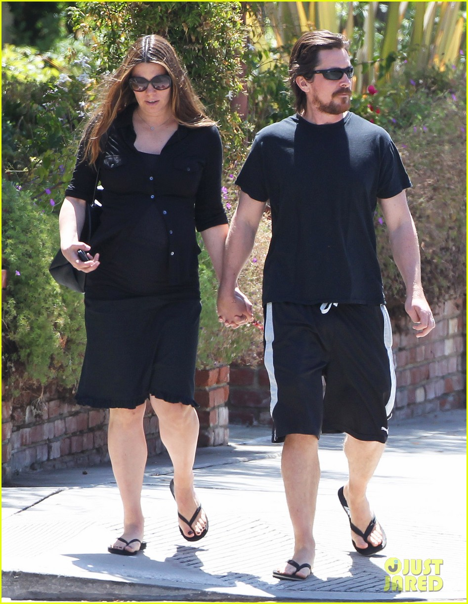 christian bale pregnant wife sibi hold hands 093119689