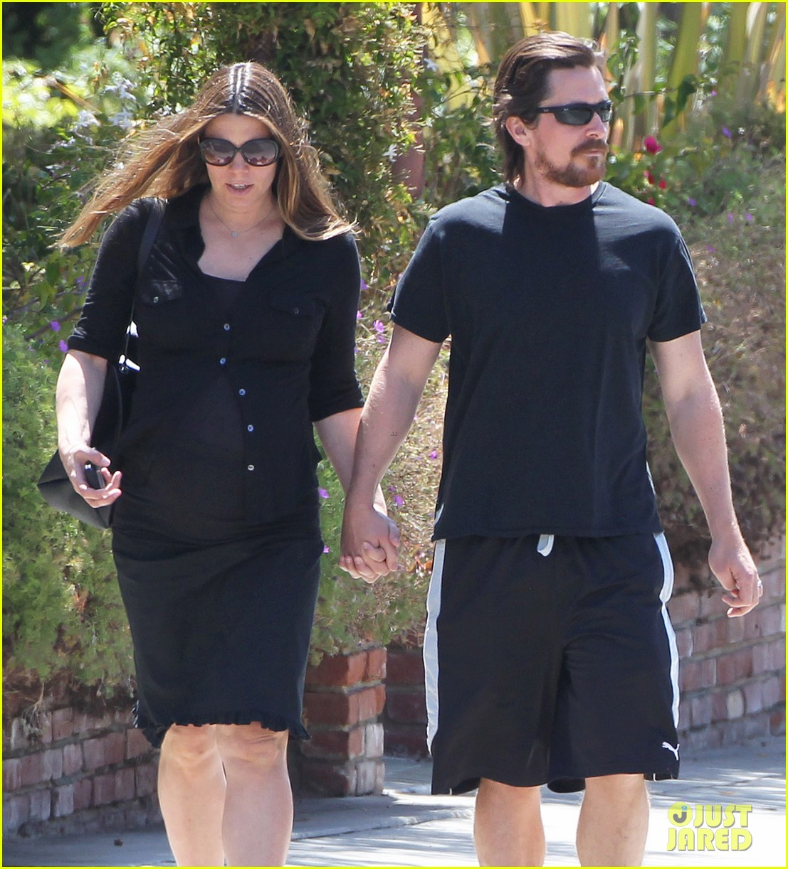 christian bale pregnant wife sibi hold hands 103119690