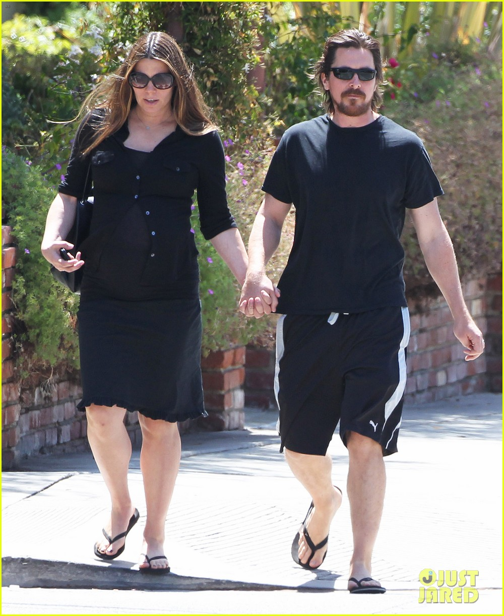 christian bale pregnant wife sibi hold hands 113119691