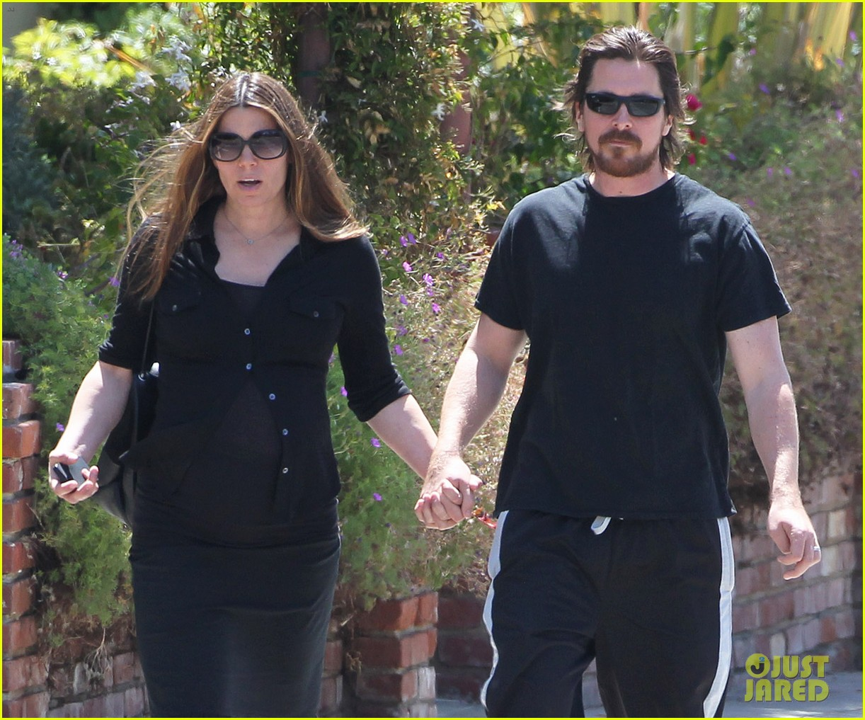 christian bale pregnant wife sibi hold hands 123119692