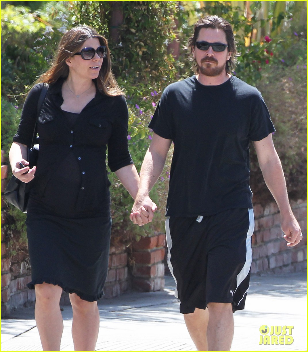 christian bale pregnant wife sibi hold hands 143119694