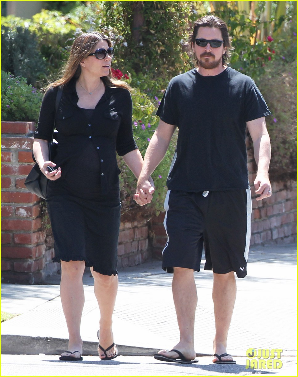 christian bale pregnant wife sibi hold hands 15