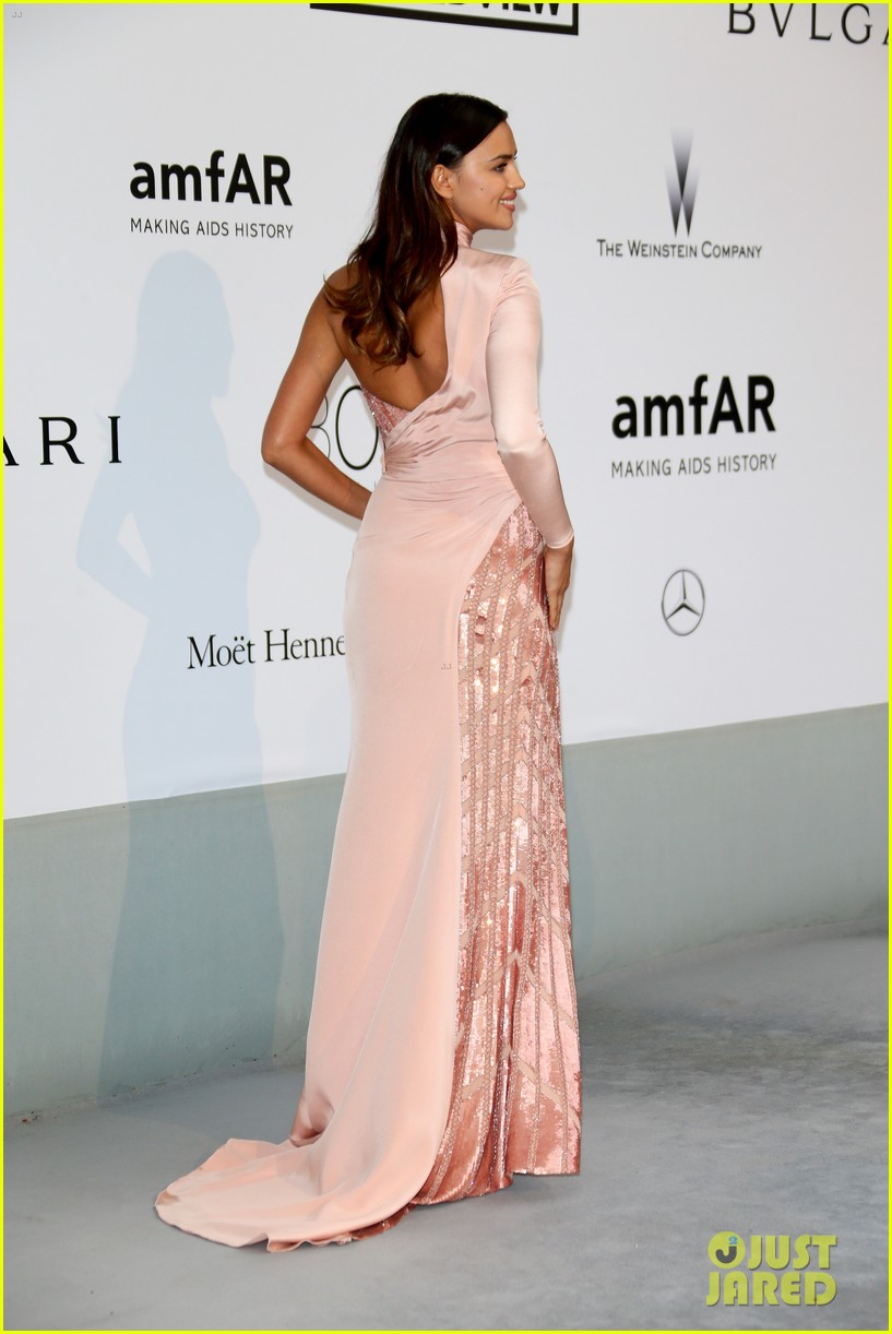 bar refaeli rosie huntington whiteley amfar gala 2014 153119970