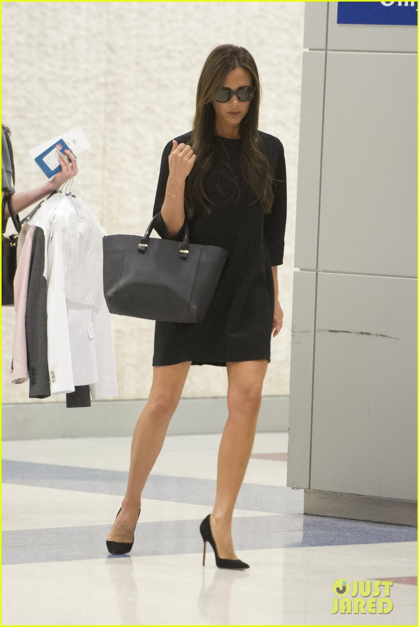 victoria david beckham arrive in nyc ahead of met ball 2014 05