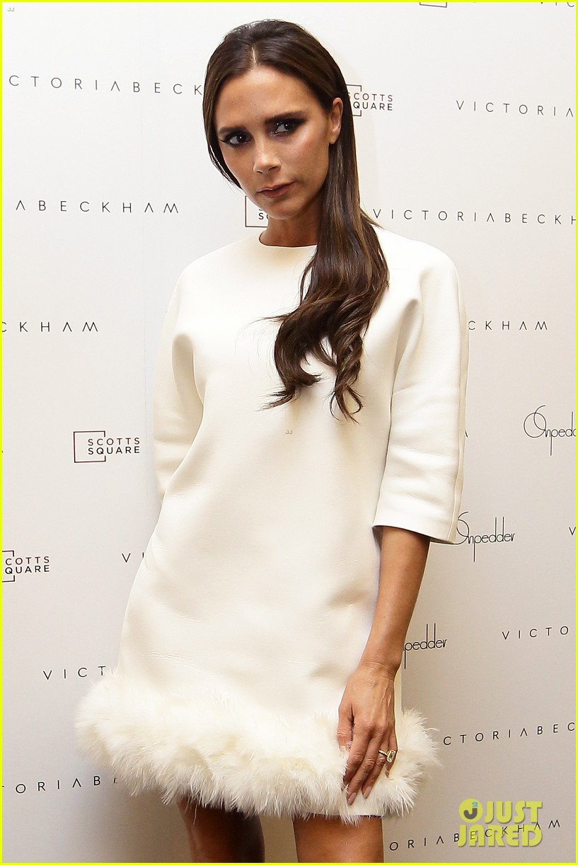 victoria beckham goes white hot for on pedder singapore 103111507