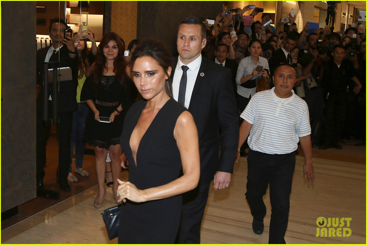 victoria david beckham spend time on separate continents 083112533