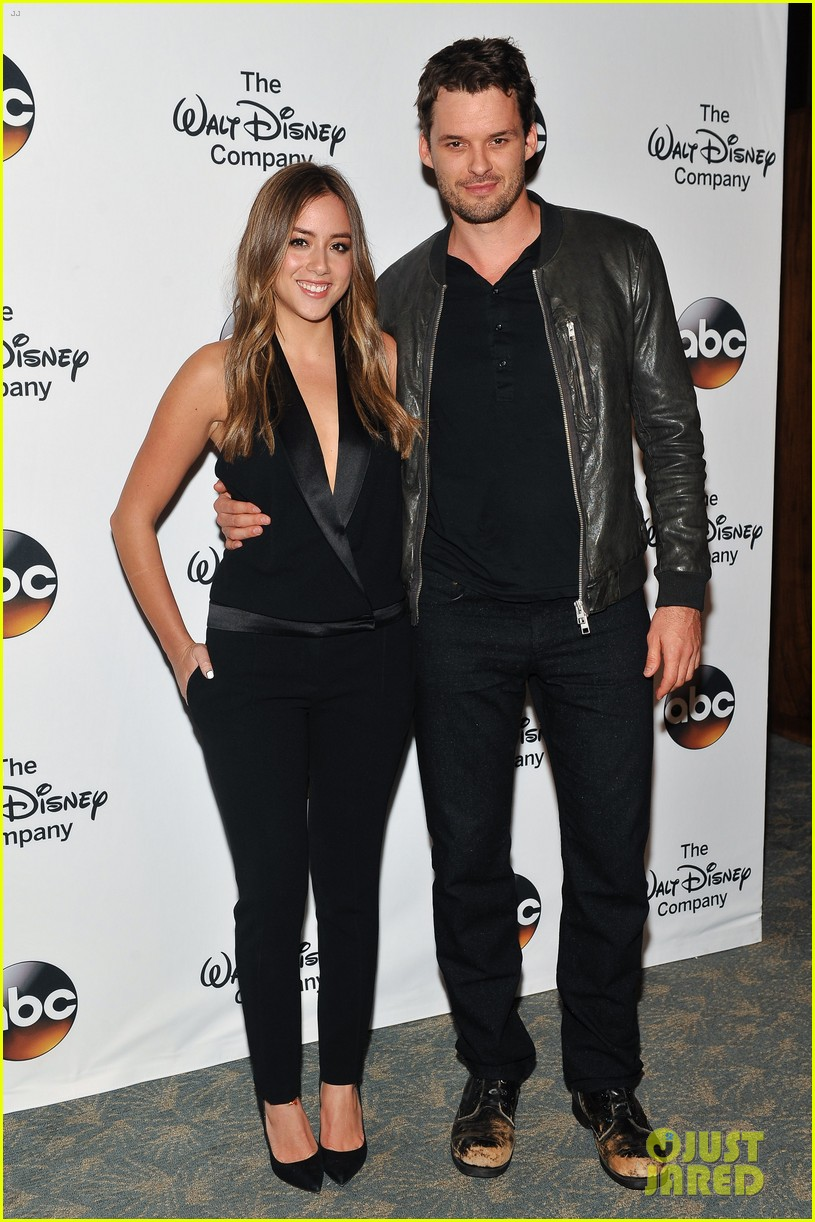 chloe bennet austin nichols make first red carpet appearance 013113806