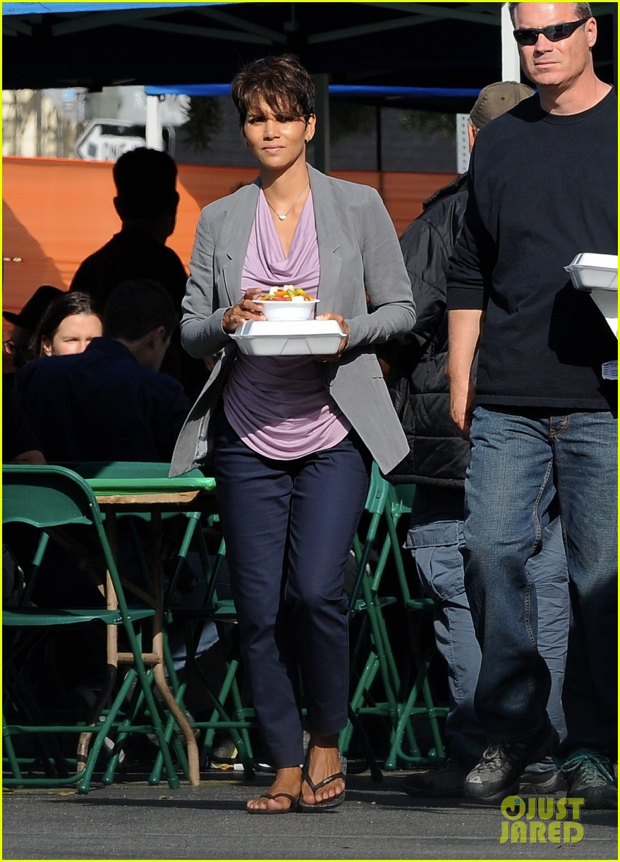 halle berry unleashes teaser trailer for new show extant 023108482