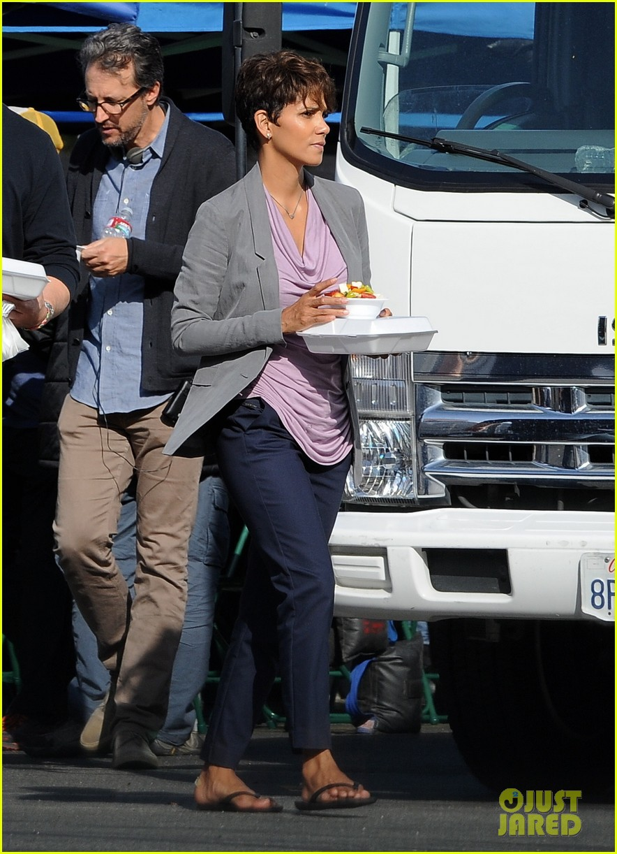 halle berry unleashes teaser trailer for new show extant 09