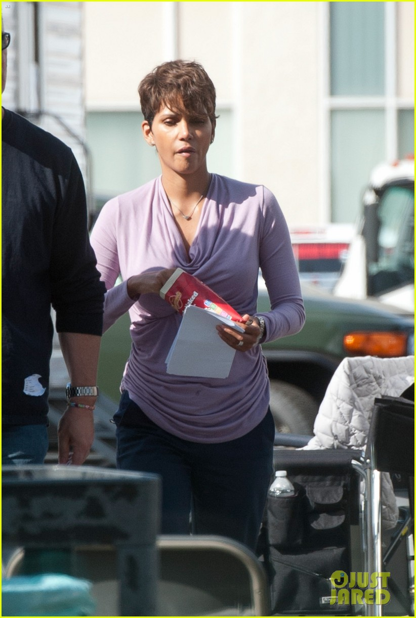 halle berry unleashes teaser trailer for new show extant 113108491