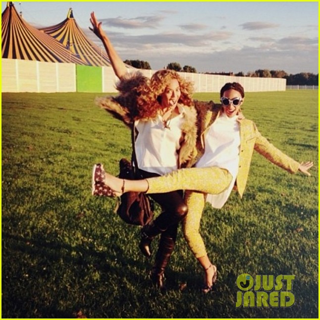 beyonce shares four happy pictures of her solange after jay z elevator fight 033113073