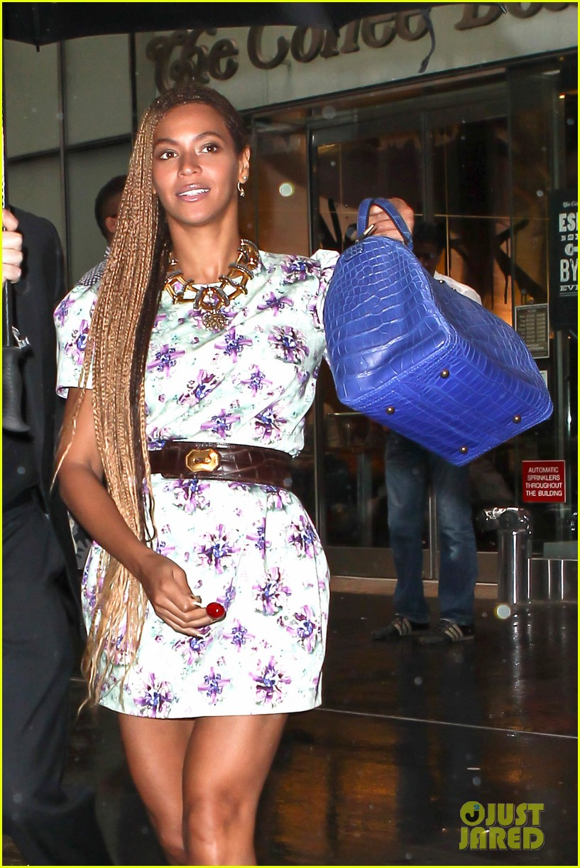 beyonce cant stop smiling caught in the rain 063124913