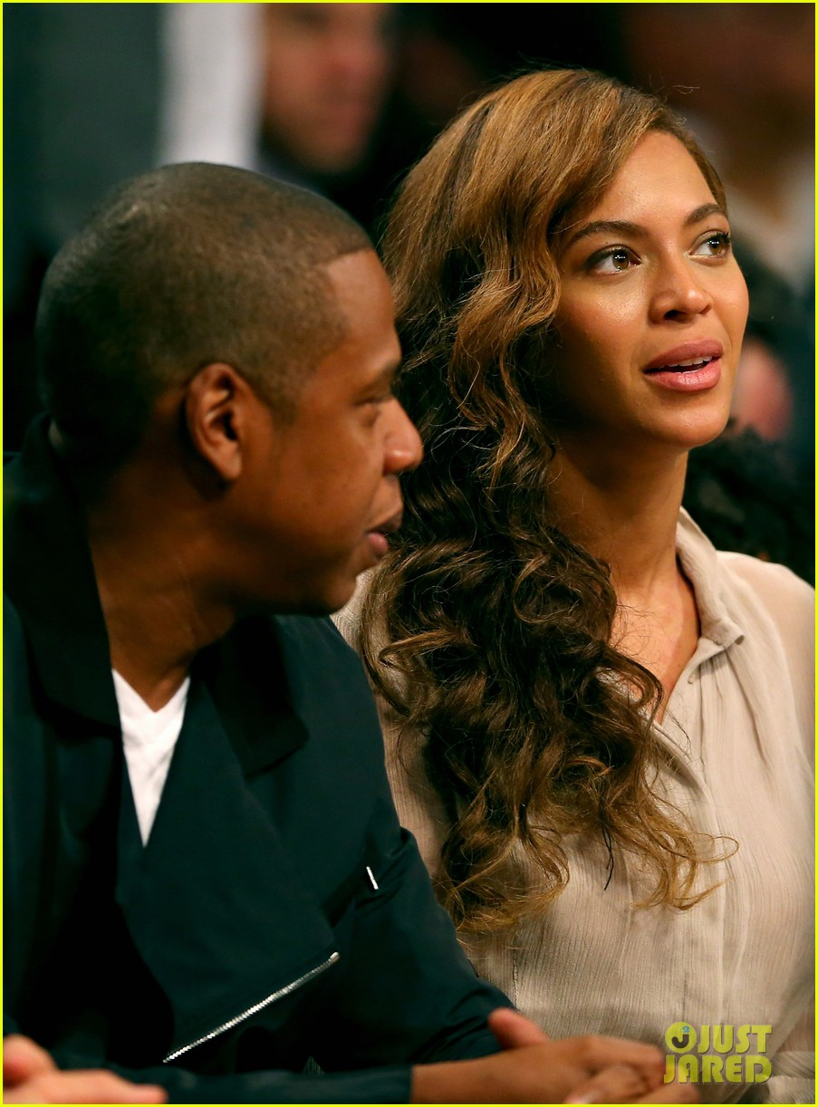 beyonce jay z nets game with jake gyllenhaal 04