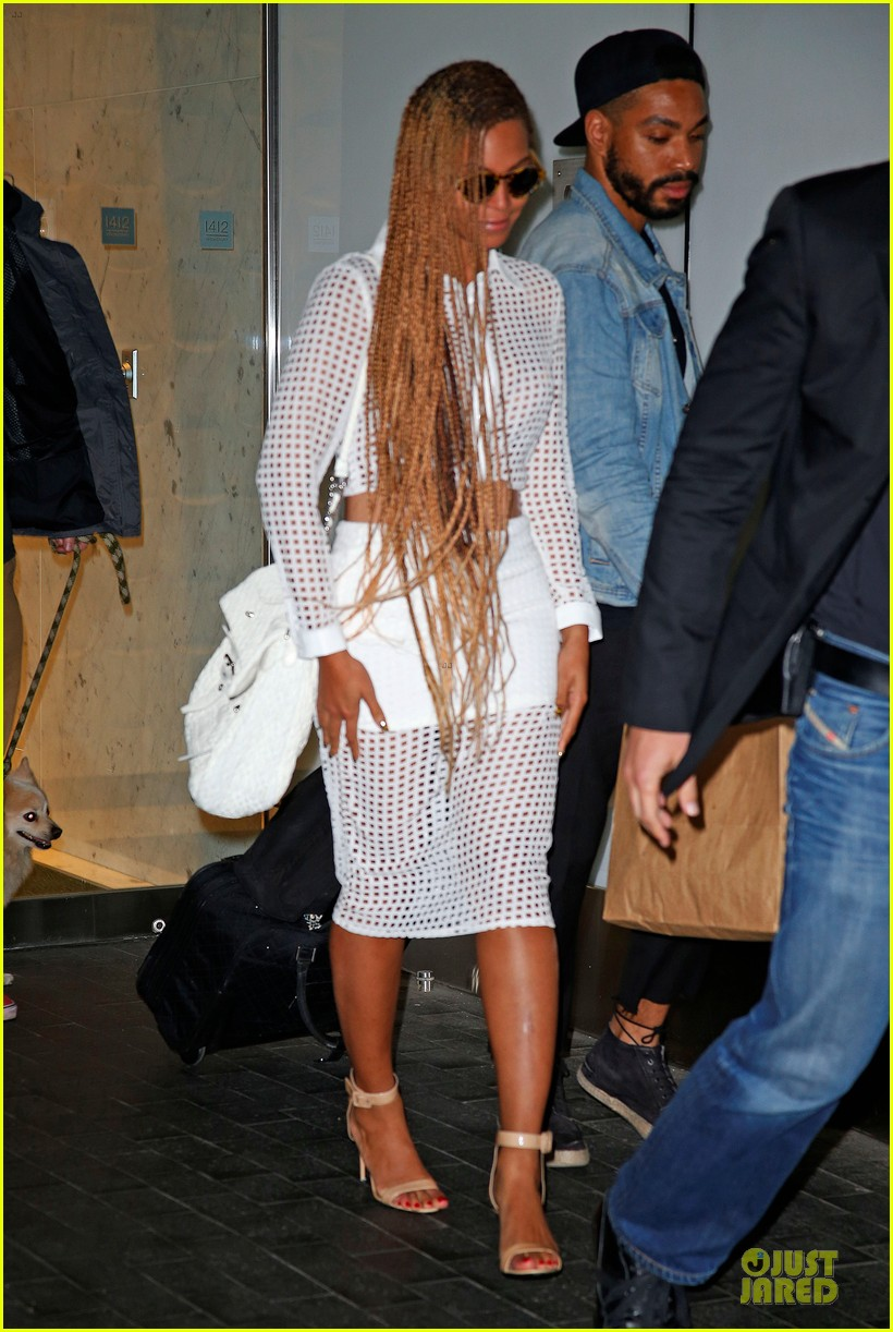beyonce pays respects to maya angelou 013123602