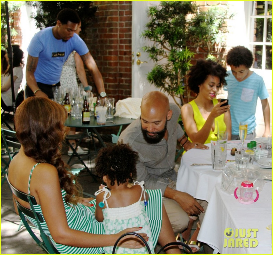 beyonce jay solange smile wide in new family photo 02