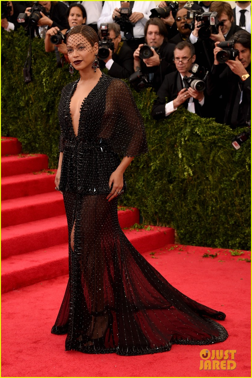 beyonce jay z ring met ball 2014 063106319