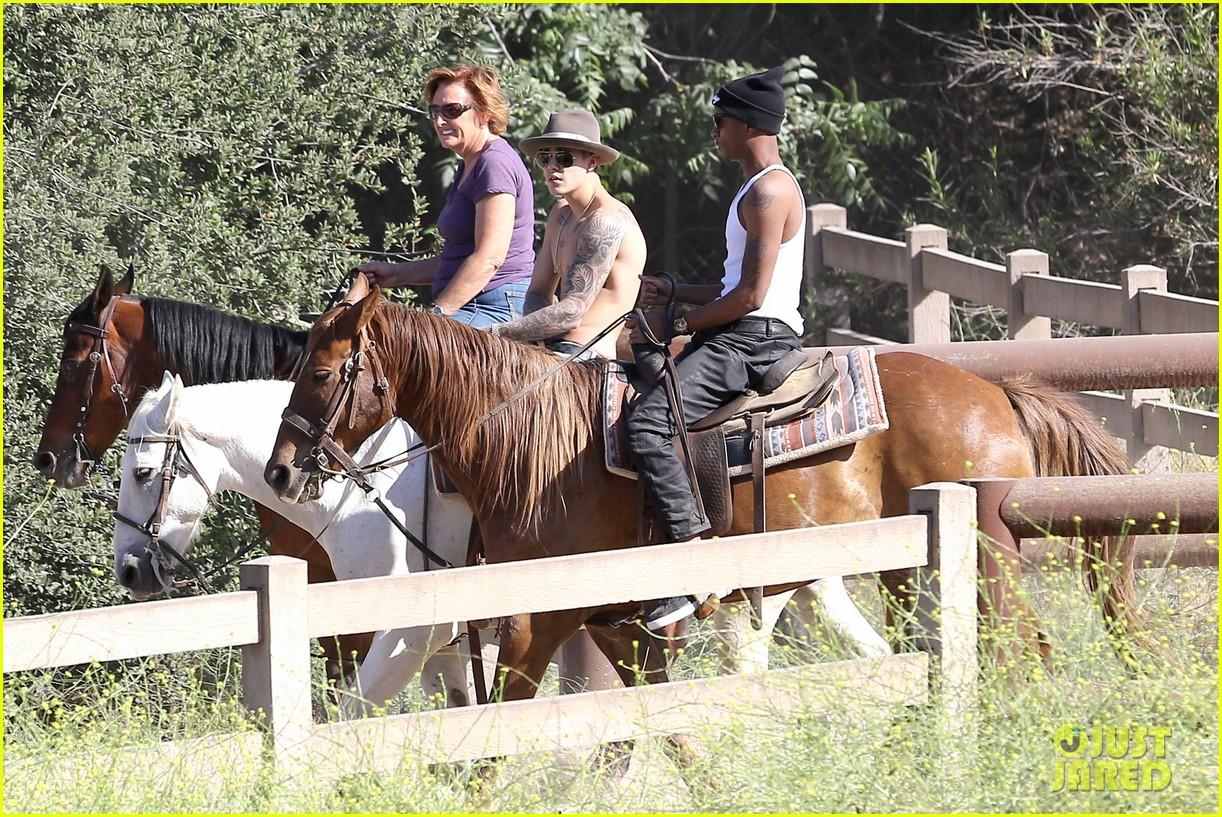 justin bieber shirtless horseback ride 123112048