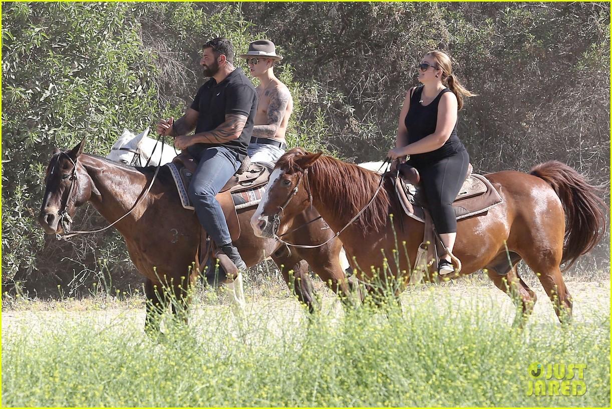 justin bieber shirtless horseback ride 13