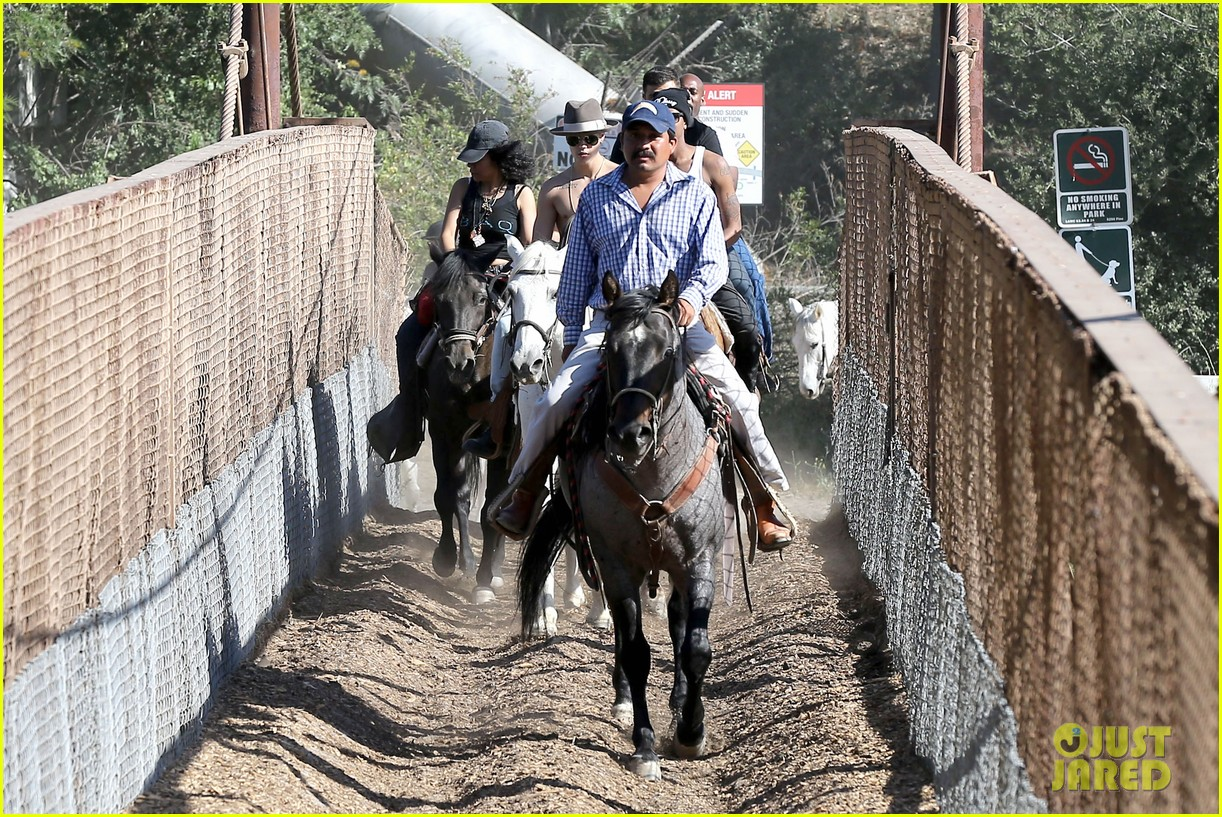 justin bieber shirtless horseback ride 203112056