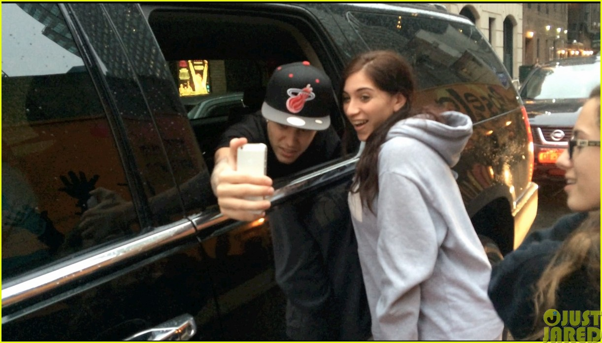 justin bieber takes selfies with fans no matter what the weather is like043115721