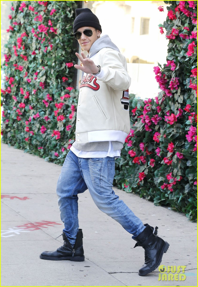 justin bieber holds onto van while riding skateboard 033110451