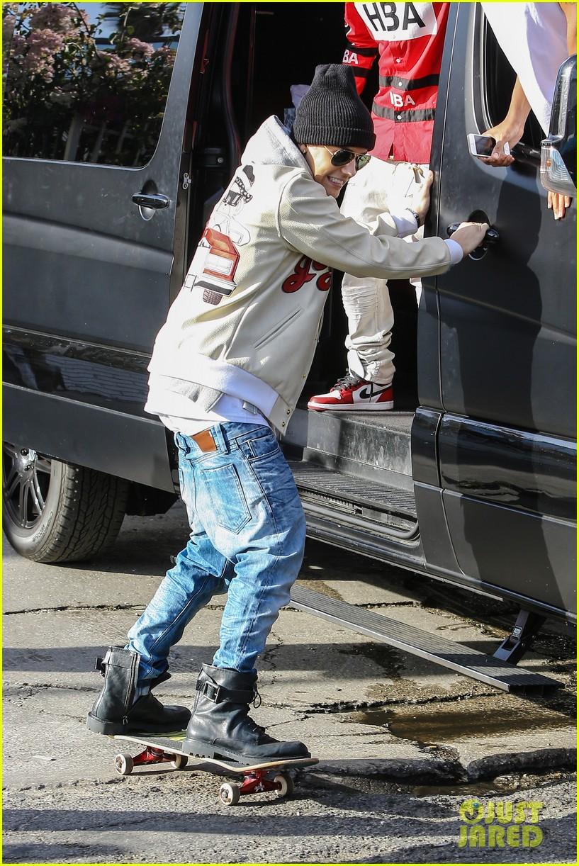 justin bieber holds onto van while riding skateboard 063110454