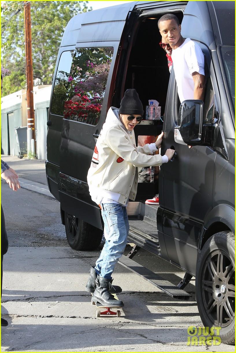 justin bieber holds onto van while riding skateboard 113110459