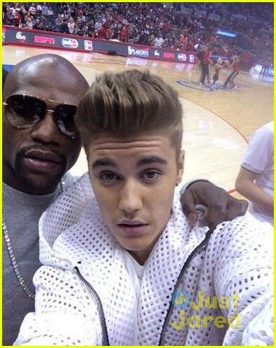 justin bieber spends mothers day courtside at clippers game03