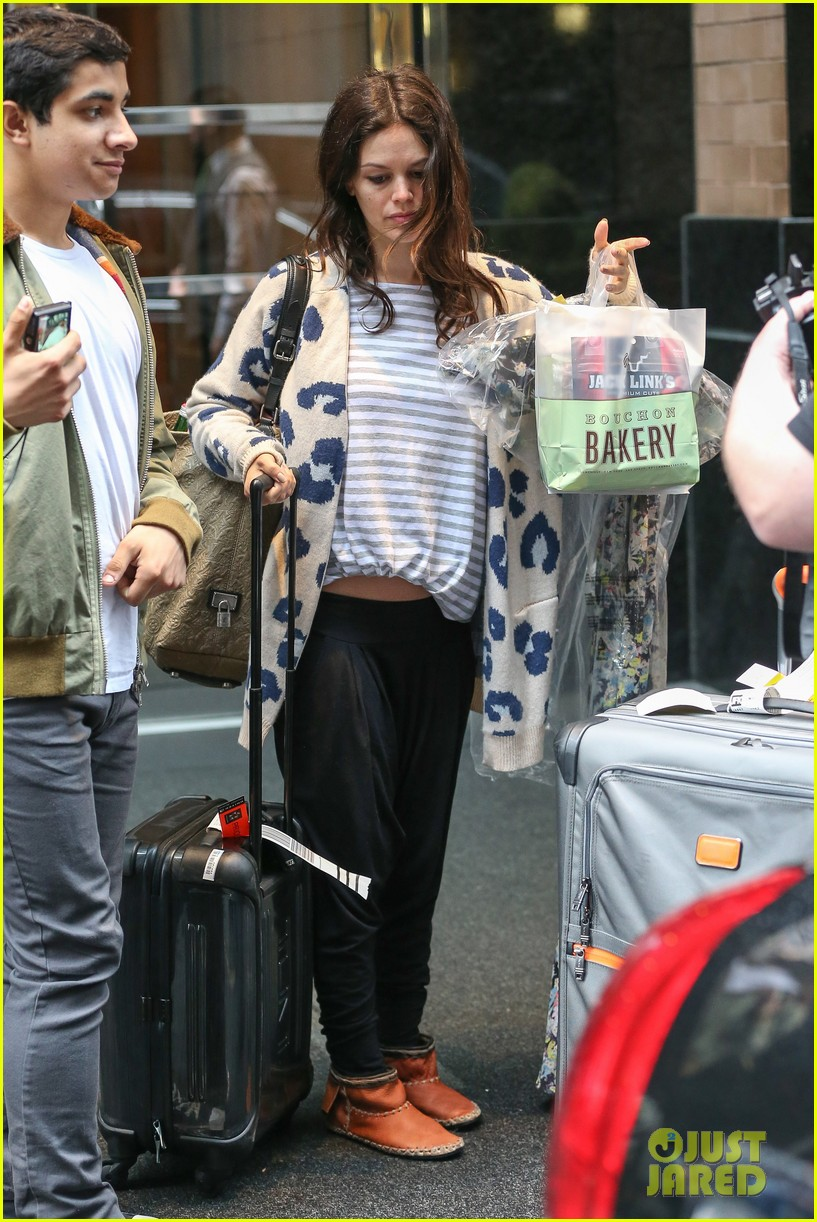 rachel bilson hayden christensen check out of their hotel 133115130
