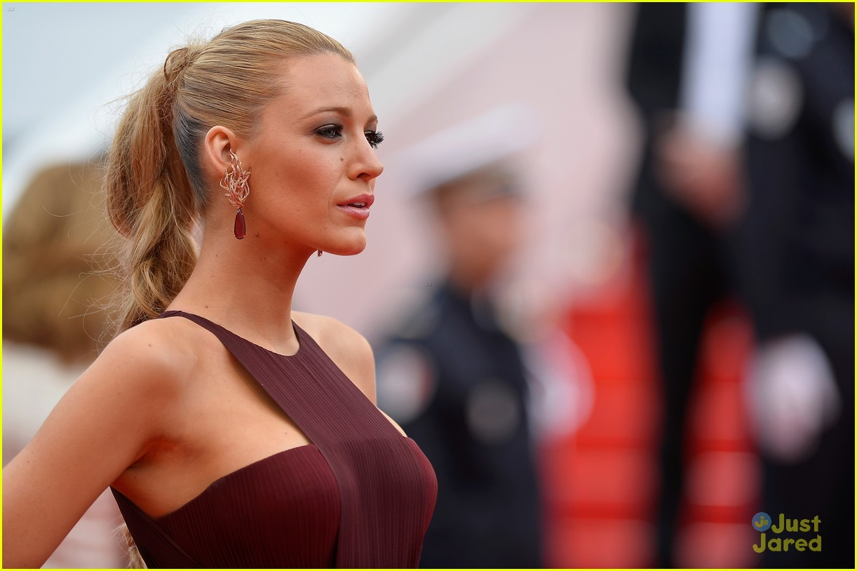 blake lively adele exarchopoulos cannes opening premiere 023113178