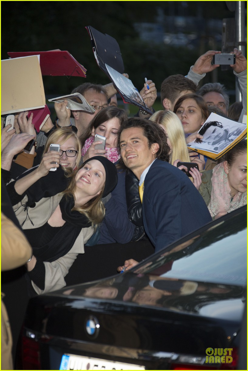 orlando bloom yellow tie zulu germany premiere 043106628