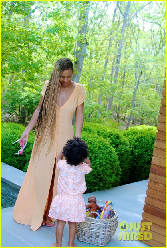 blue ivy carter walks in beyonces shoes 033124117