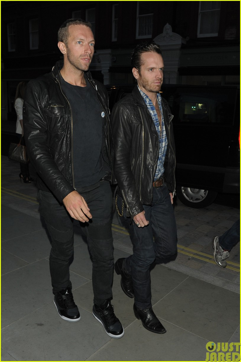 emily blunt and john krasinski hit the town with chris martin and jeremy renner023121063