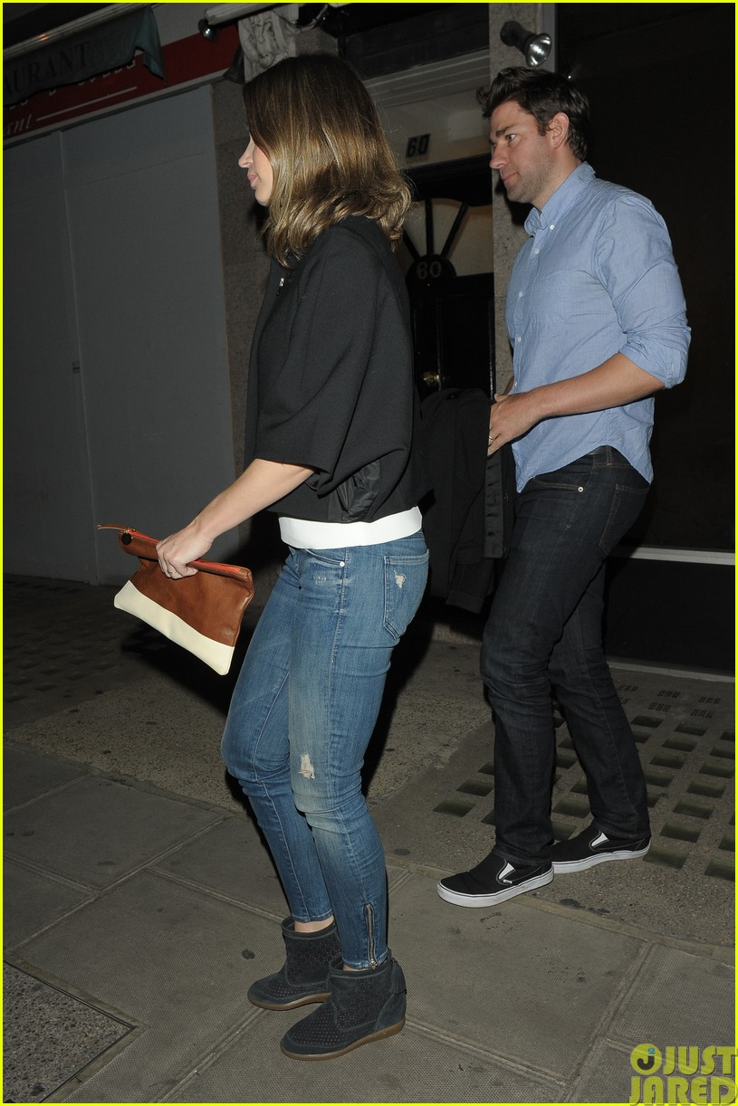emily blunt and john krasinski hit the town with chris martin and jeremy renner063121067