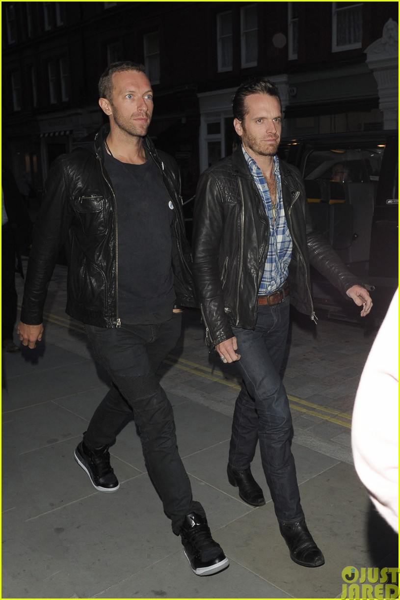 emily blunt and john krasinski hit the town with chris martin and jeremy renner073121068