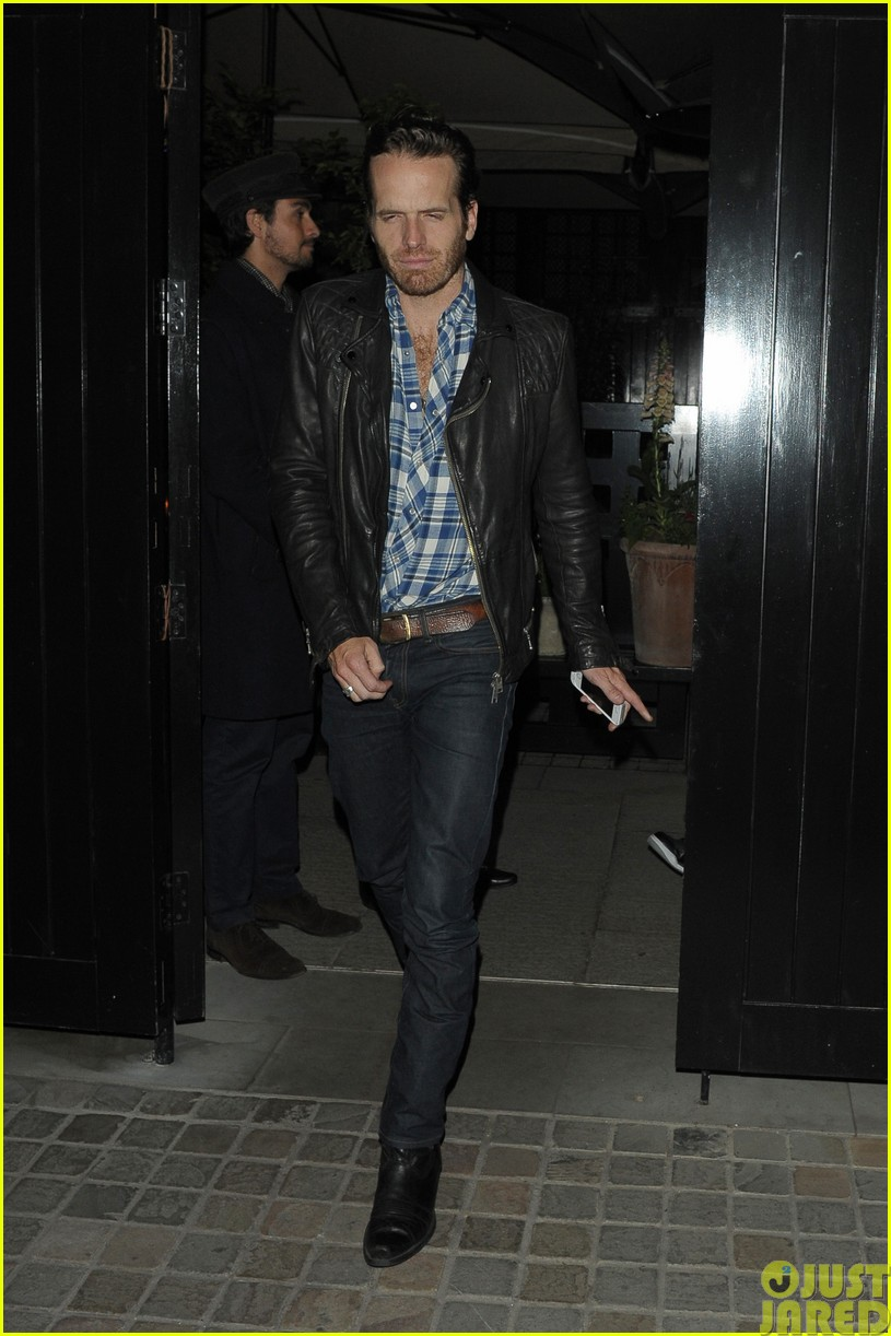 emily blunt and john krasinski hit the town with chris martin and jeremy renner083121069