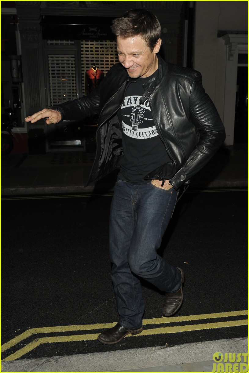 emily blunt and john krasinski hit the town with chris martin and jeremy renner123121073