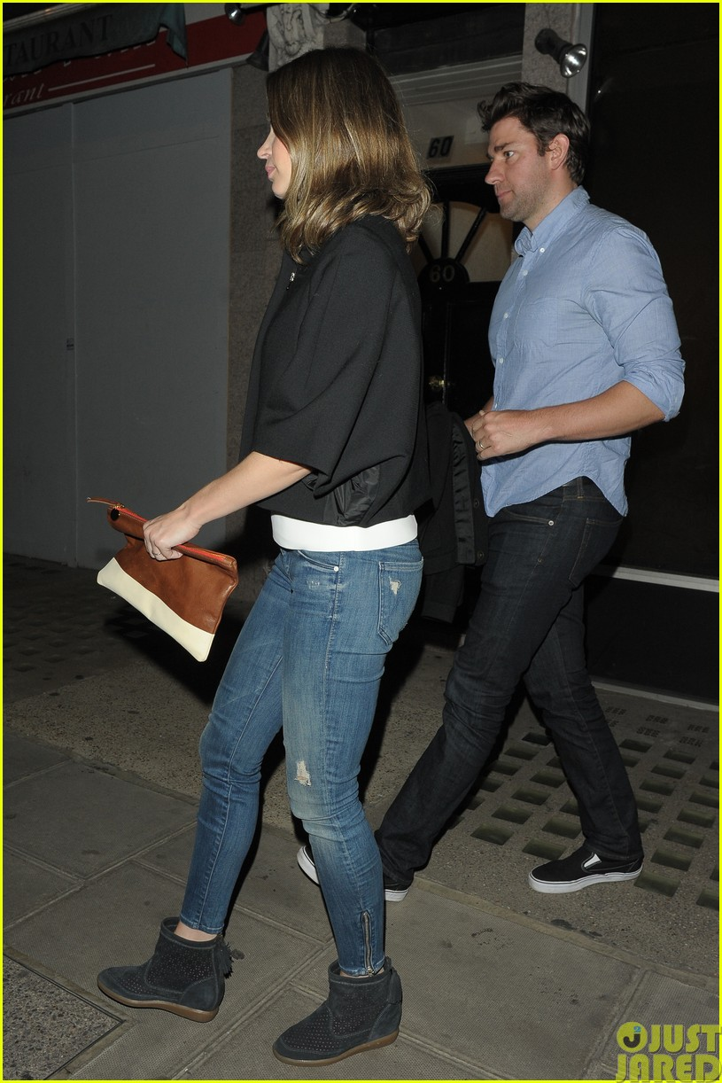 emily blunt and john krasinski hit the town with chris martin and jeremy renner133121074