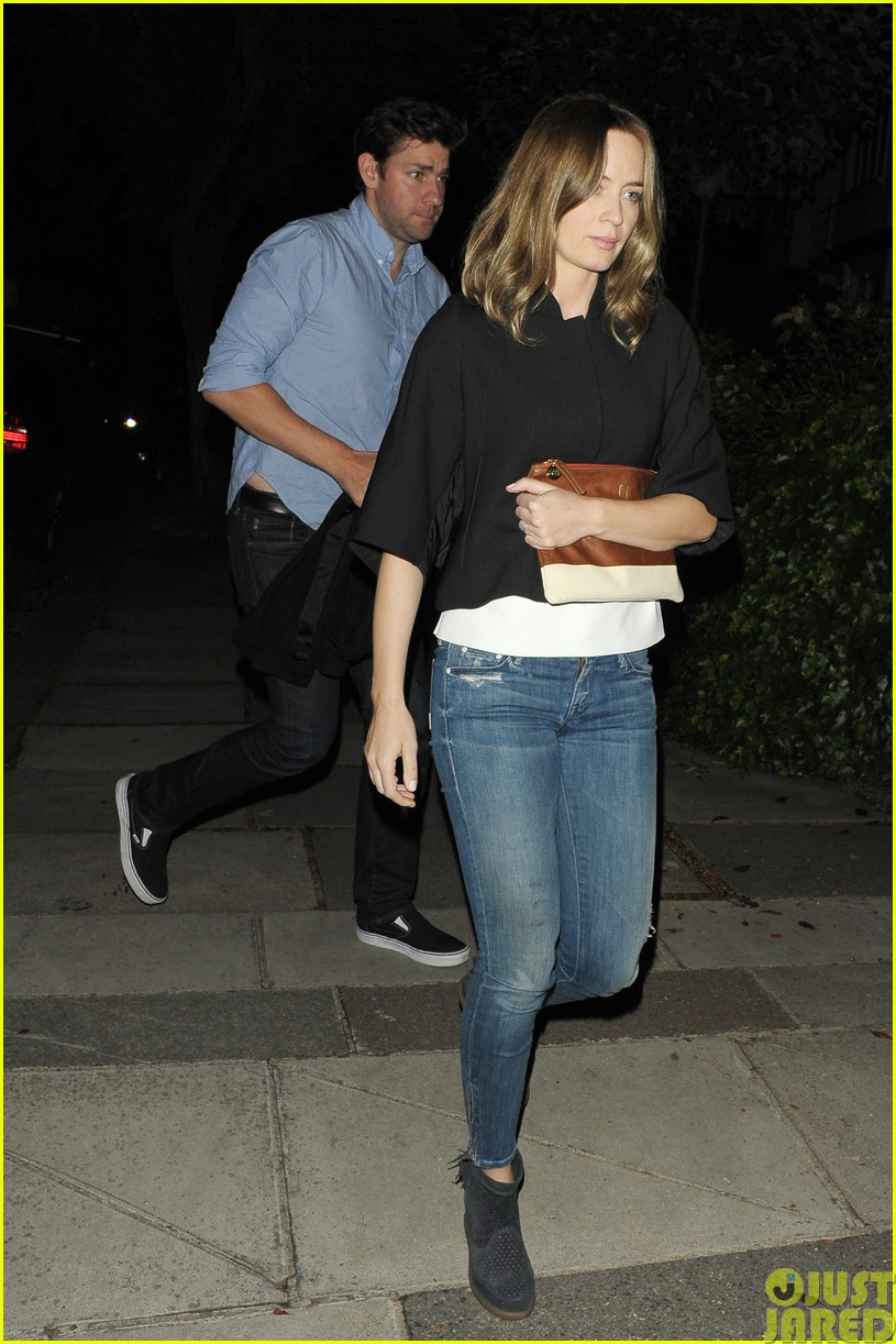 emily blunt and john krasinski hit the town with chris martin and jeremy renner153121076
