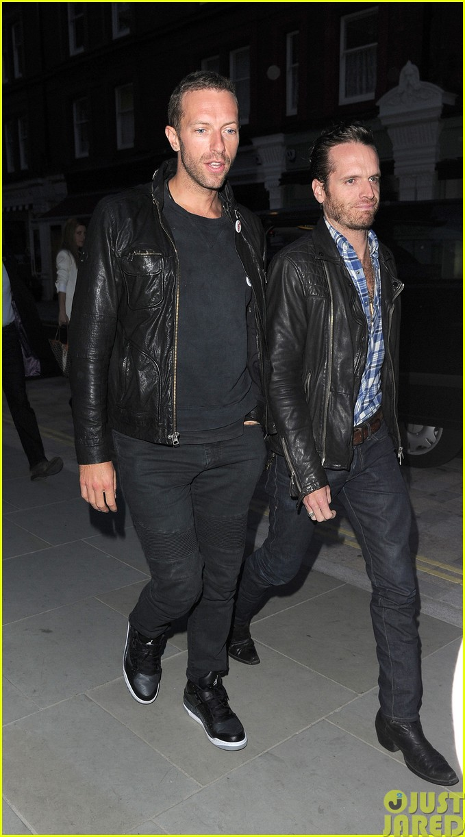 emily blunt and john krasinski hit the town with chris martin and jeremy renner203121081