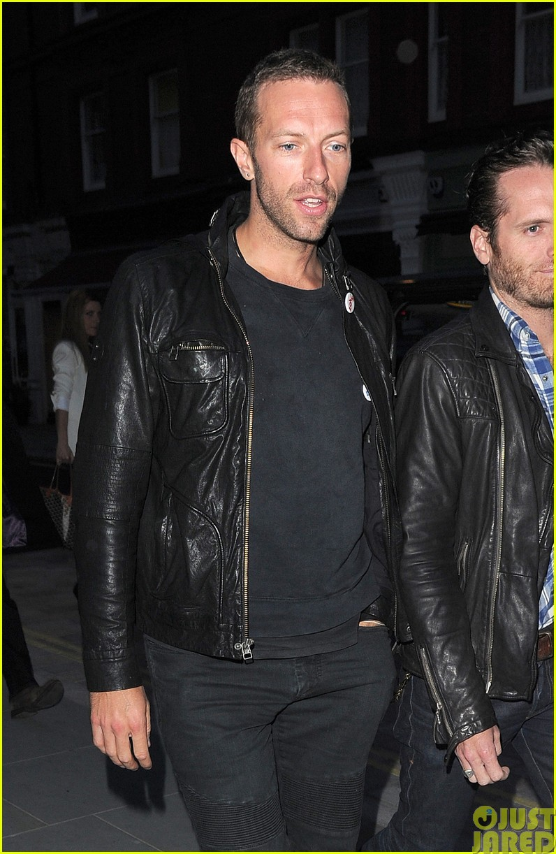 emily blunt and john krasinski hit the town with chris martin and jeremy renner213121082