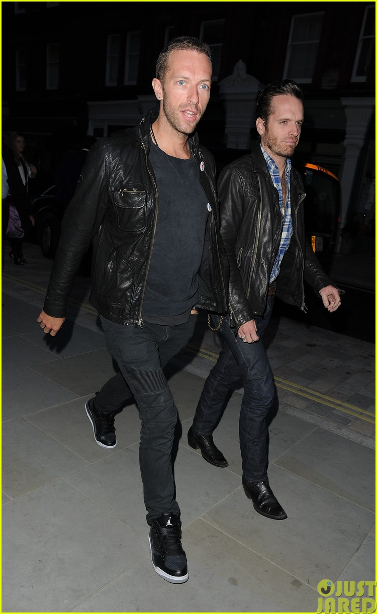 emily blunt and john krasinski hit the town with chris martin and jeremy renner223121083