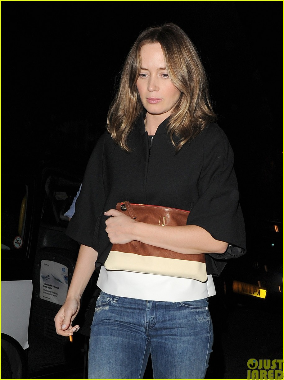 emily blunt and john krasinski hit the town with chris martin and jeremy renner38
