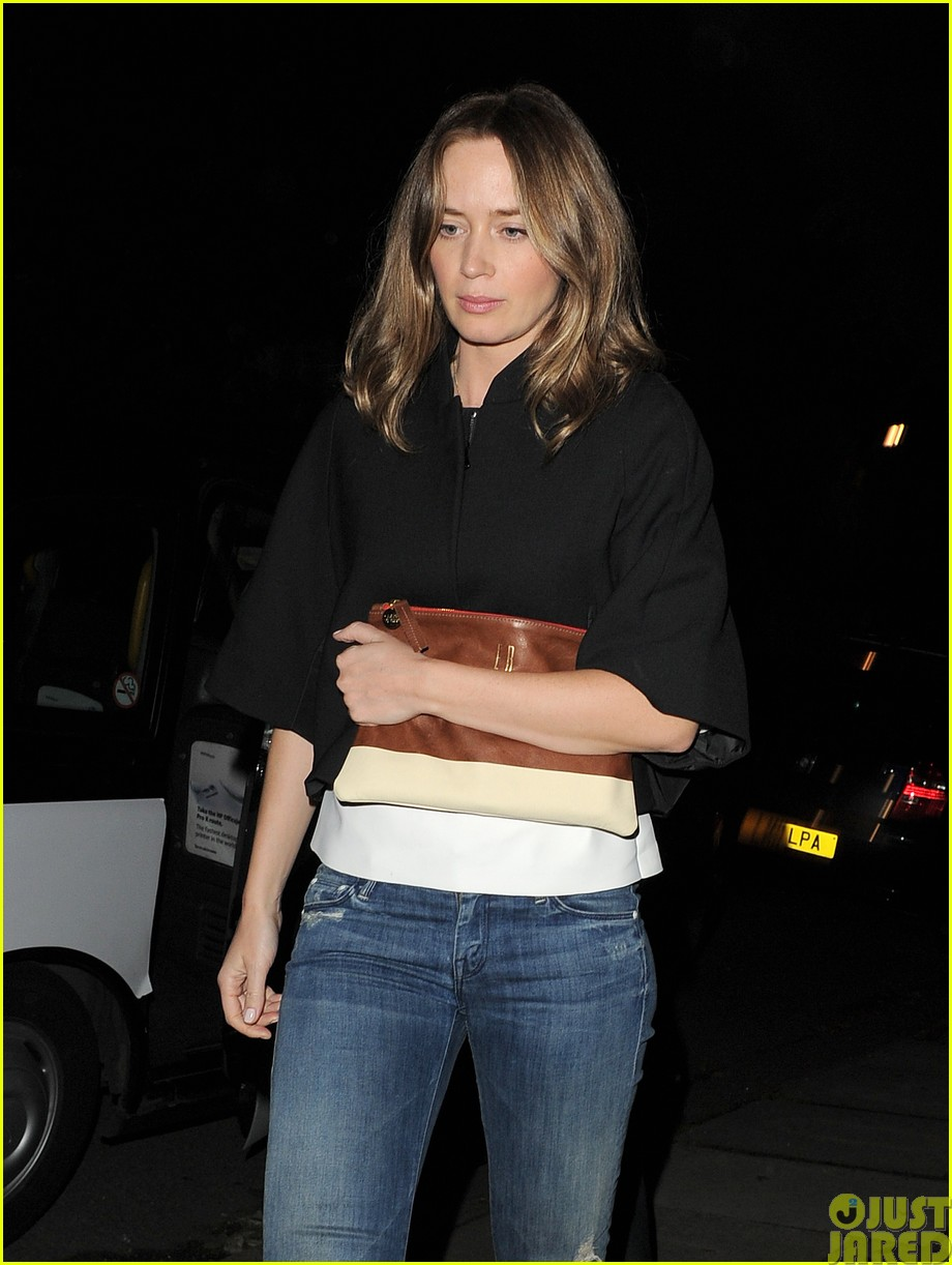 emily blunt and john krasinski hit the town with chris martin and jeremy renner393121100