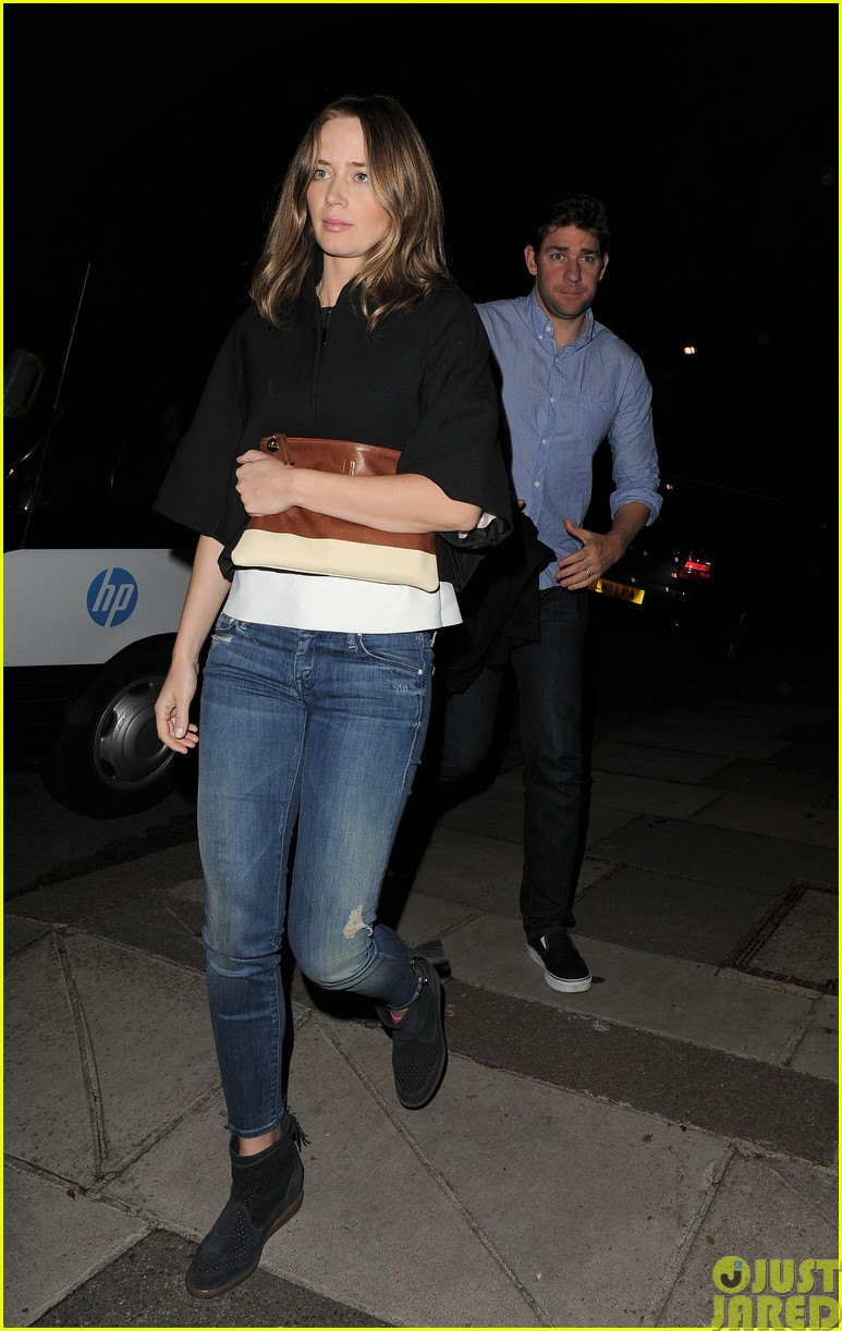 emily blunt and john krasinski hit the town with chris martin and jeremy renner403121101