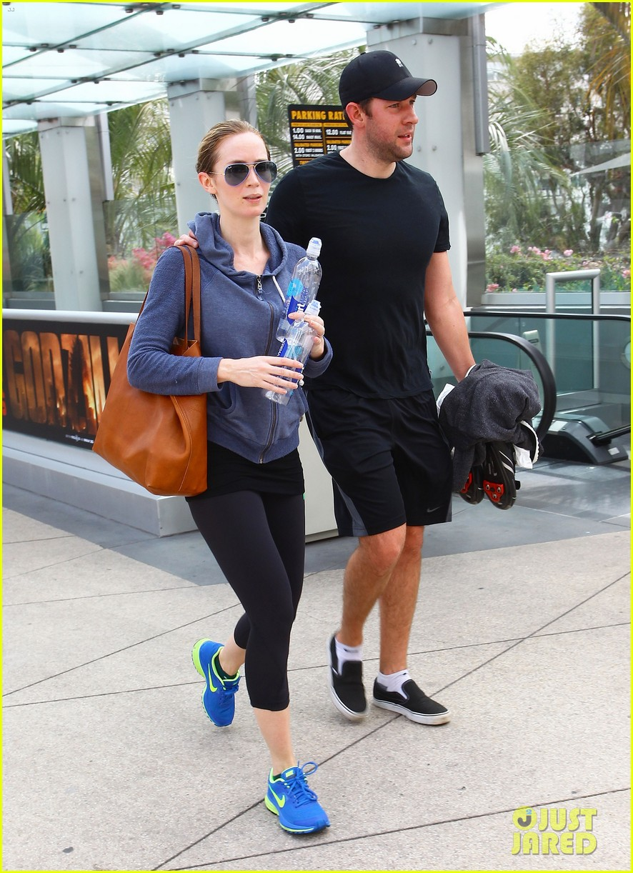 emily blunt tom cruise three countries one day 013107951