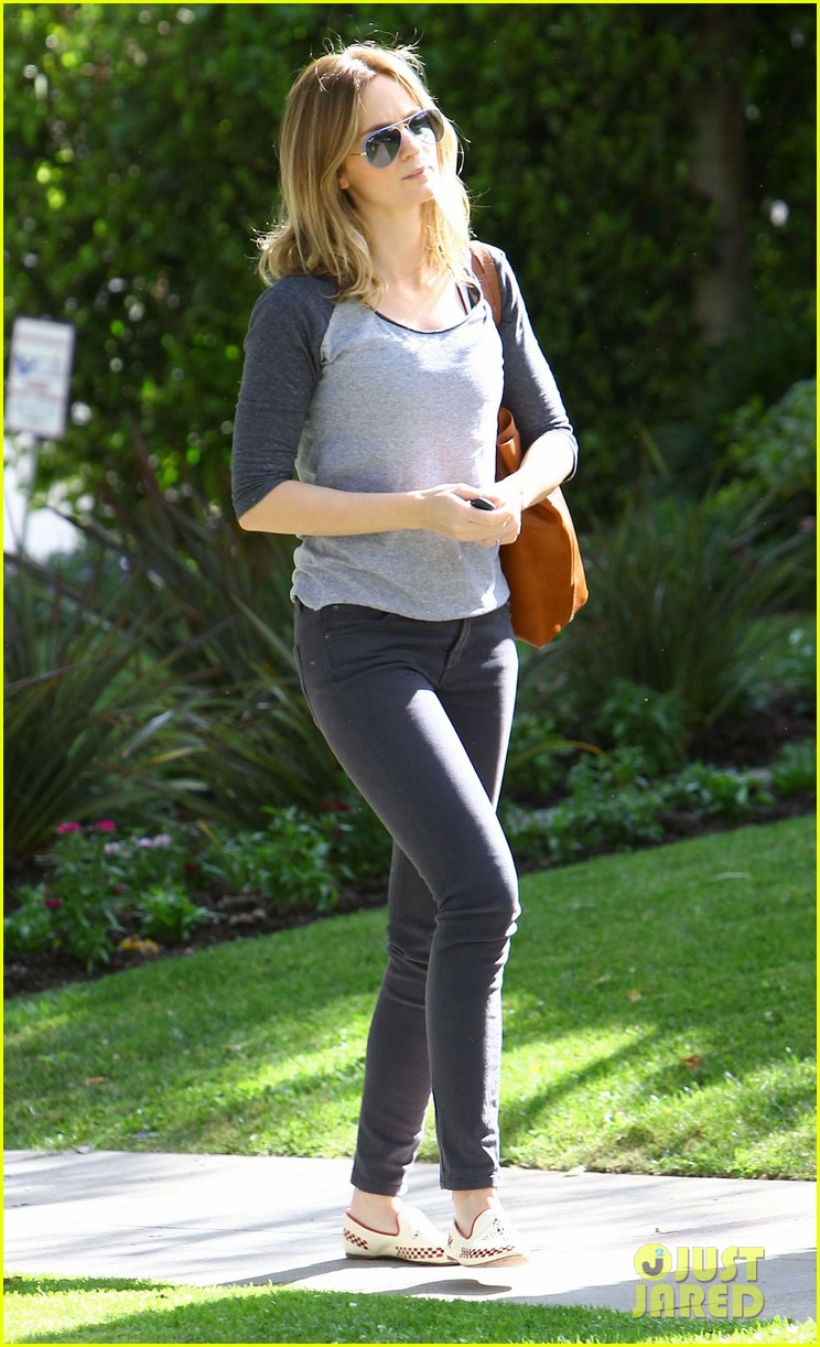 emily blunt tom cruise three countries one day 063107956