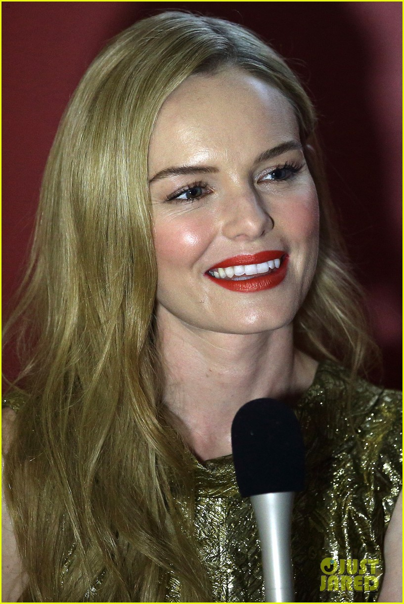 kate bosworth shimmers in singapore at skii fashion show 043117189