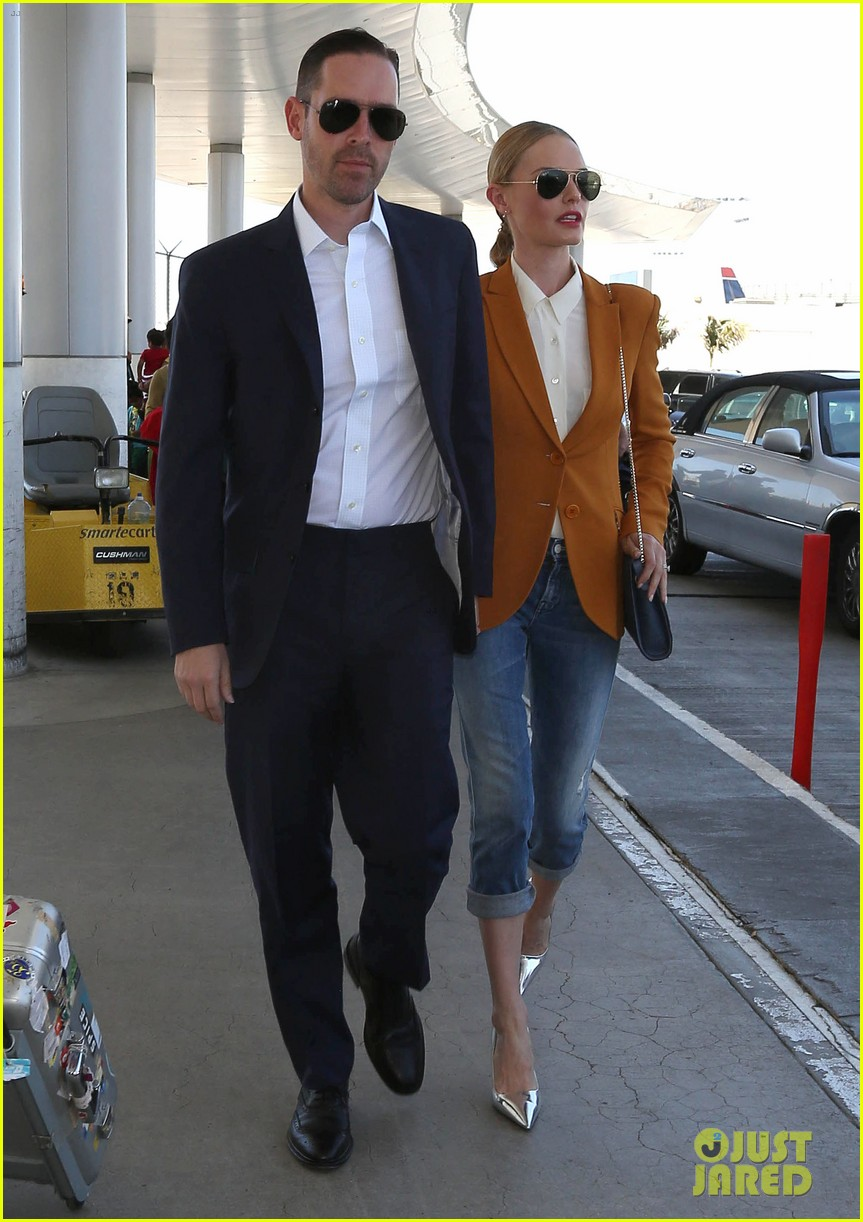 kate bosworth has a surreal moment at the airport 013113427